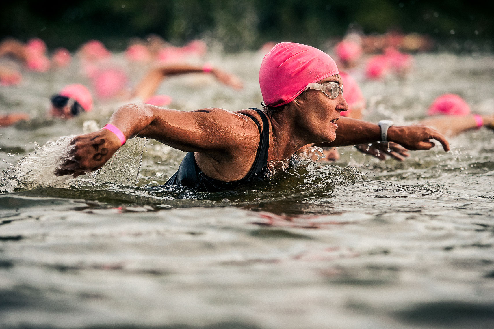 female triathalon swimmer competes in race