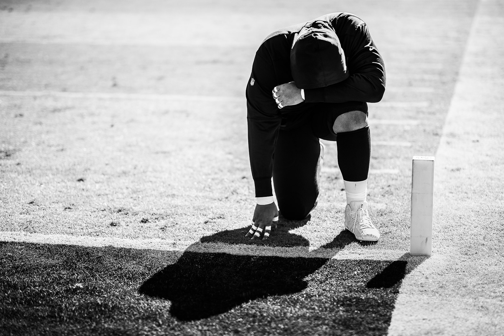 NFL player Orlando Brown Jr. kneels to pray
