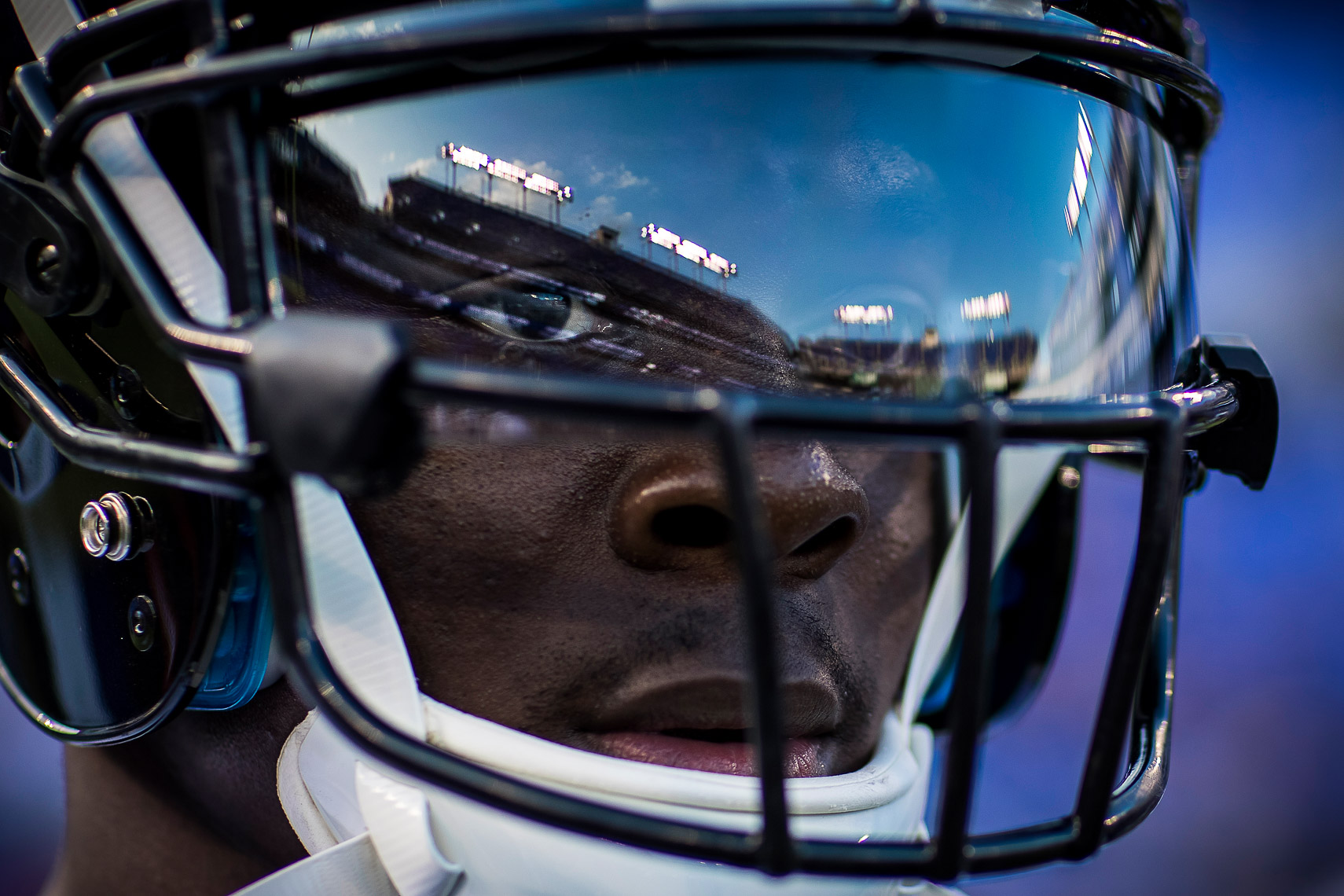 ravens04  NFL Baltimore Ravens photos NFL behind the scenes documentary sports photographer photo of receiver Jeremy Maclin