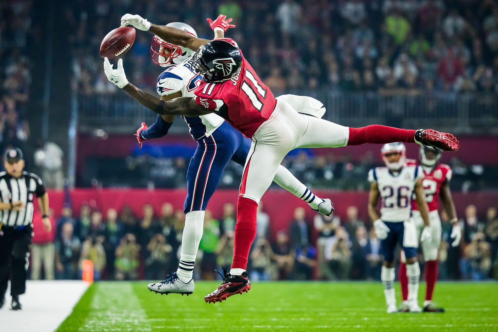 superbowl06  Best Super Bowl LI 51 photos between Atlanta Falcons and New England Patriots Julio Jones greatest Super Bowl catch