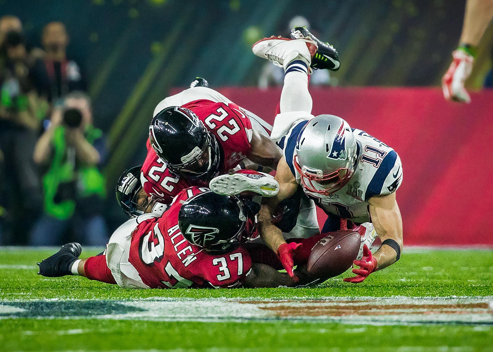 superbowl08  Best Super Bowl LI 51 photos between Atlanta Falcons and New England Patriots Julian Edelman the catch